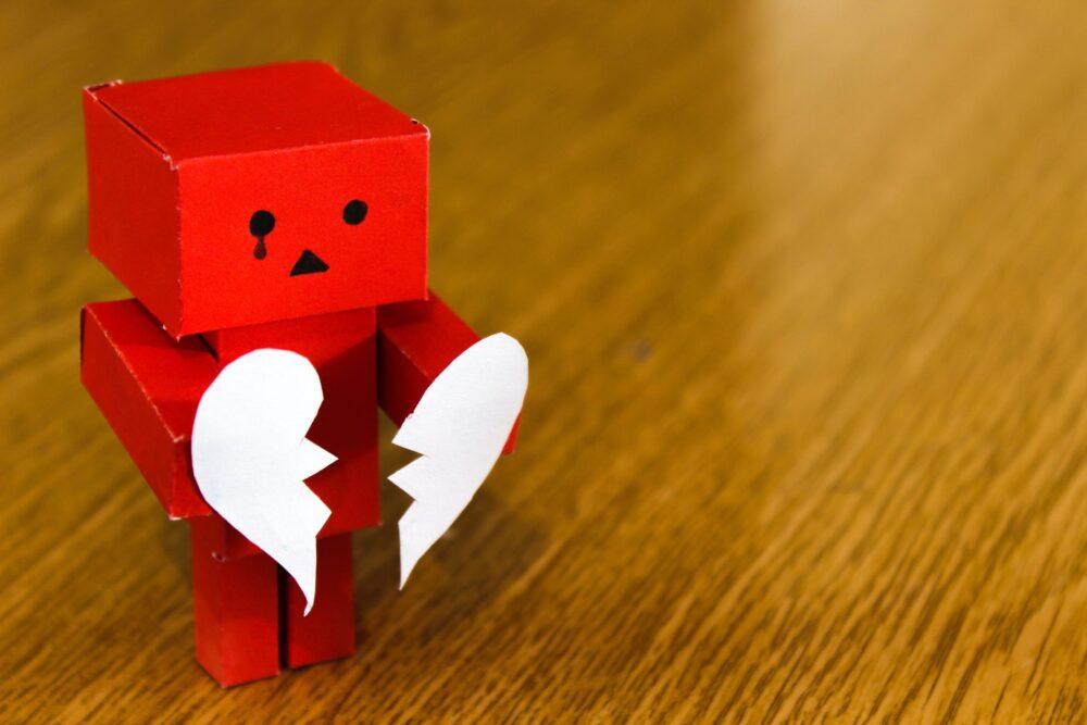 Признаки токсичных отношений - Фото
