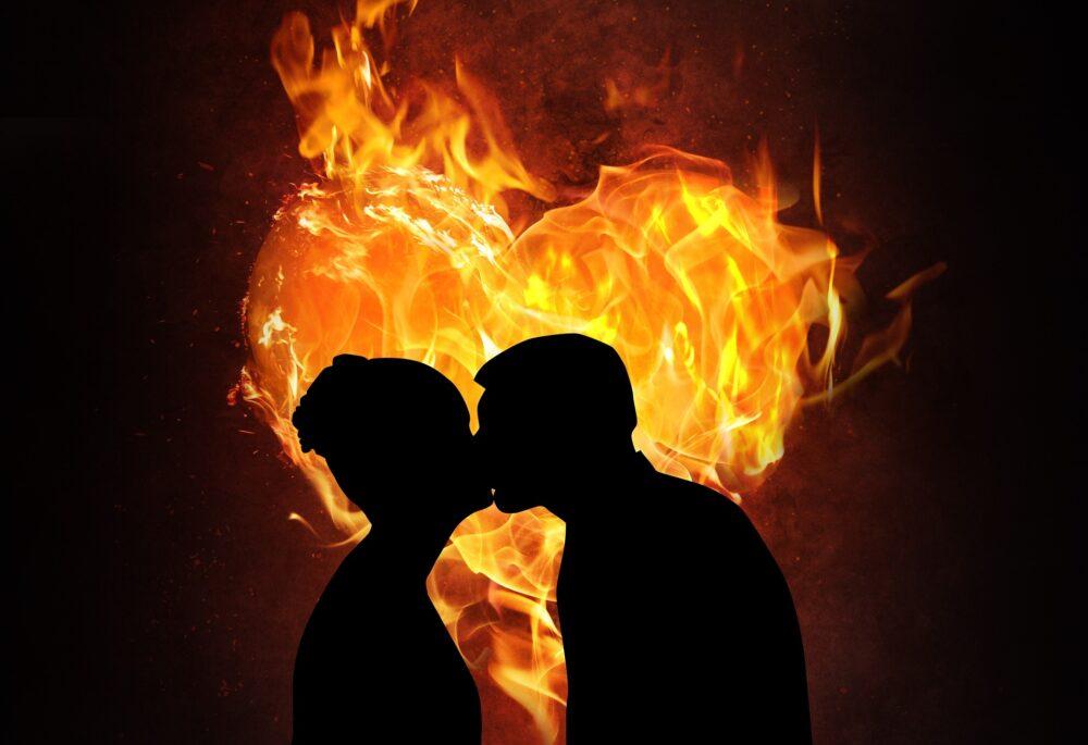 как вернуть страсть в отношения - Фото